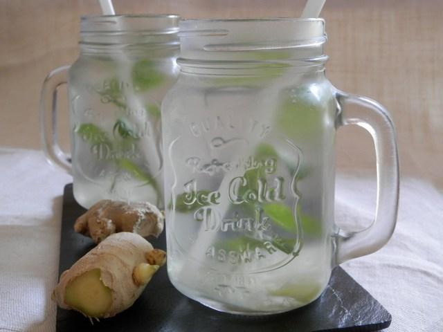 Acqua aromatizzata allo zenzero e menta