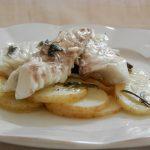 Orate al forno su letto di patate alle erbe aromatiche