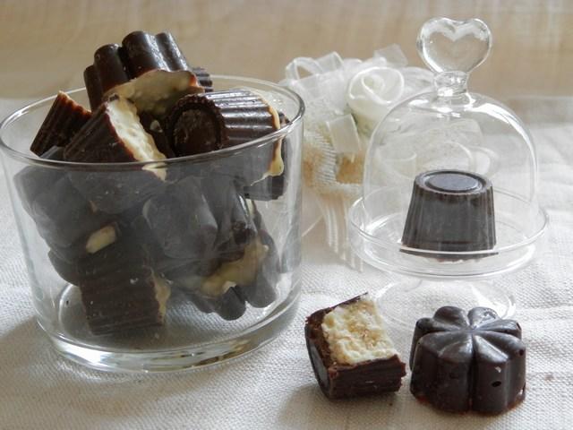 Cioccolatini bicolori ai cereali soffiati
