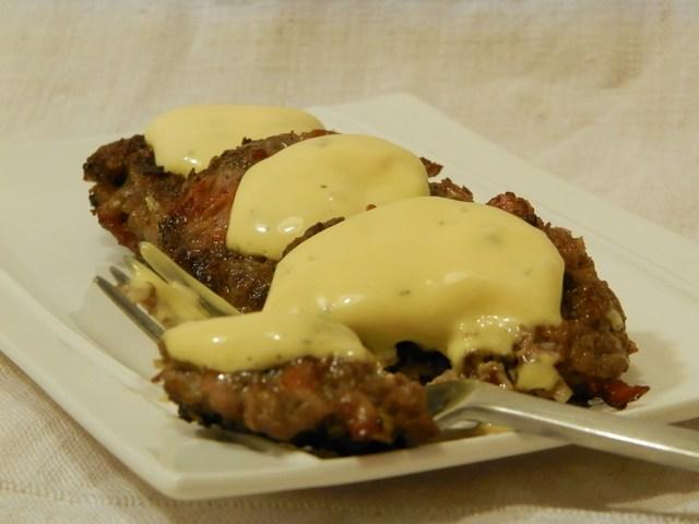 Hamburger alla cipolla con maionese al basilico