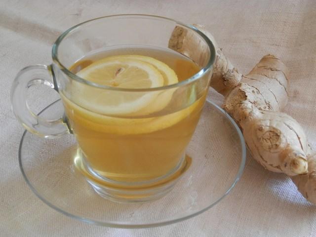 Tè freddo allo zenzero e limone