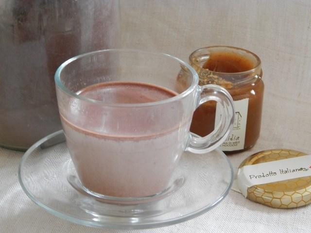 Latte caldo nocciola e cacao