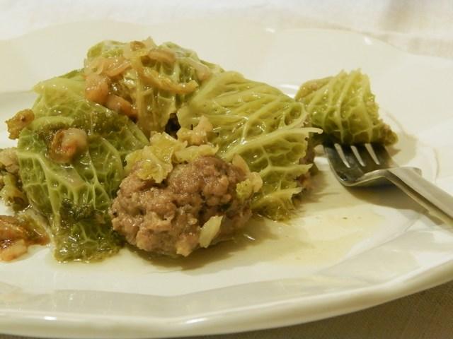 Involtini di verza ripieni di macinato e gorgonzola