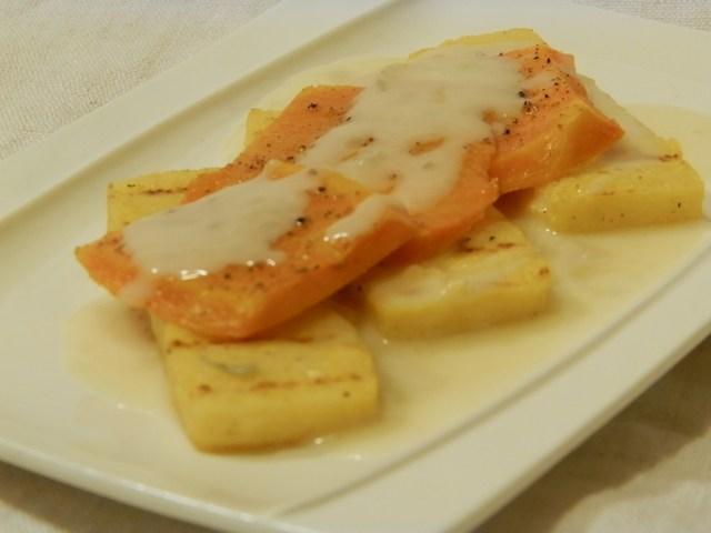 Polenta grigliata con foglie di zucca e gorgonzola