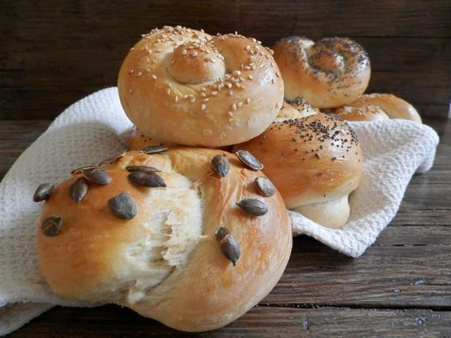 Nodi di pane ai semi