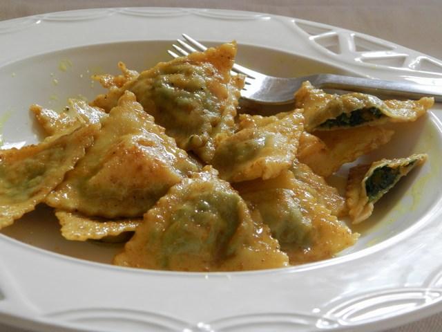 Ravioli ripieni di spinaci e zucca allo zenzero