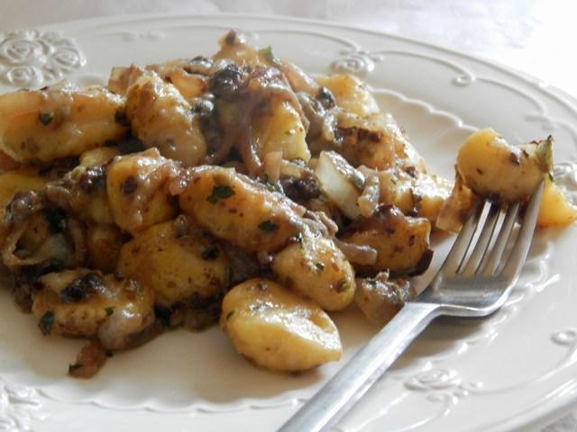 Gnocchi con paté di olive nere