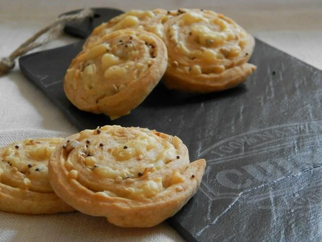 Girelle salate al formaggio e semi