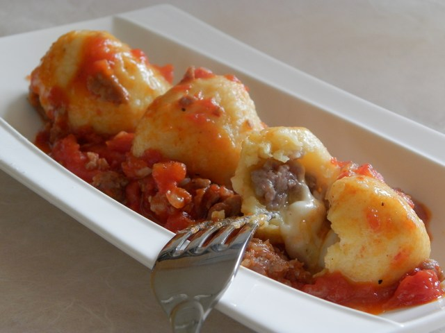 Gnocchi ripieni di salsiccia e mozzarella