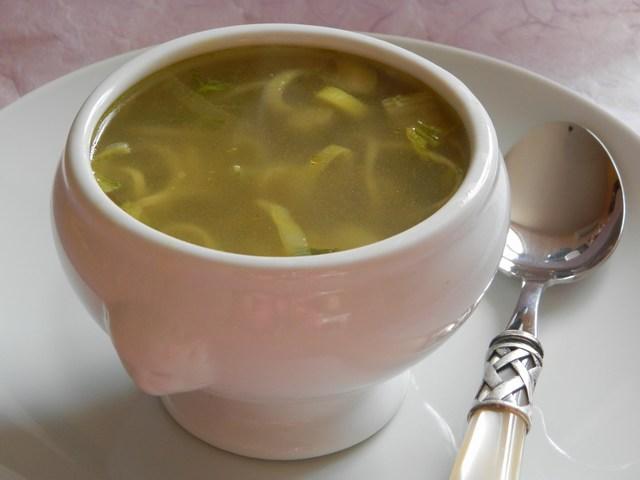 Tagliolini in brodo con verdure al curry