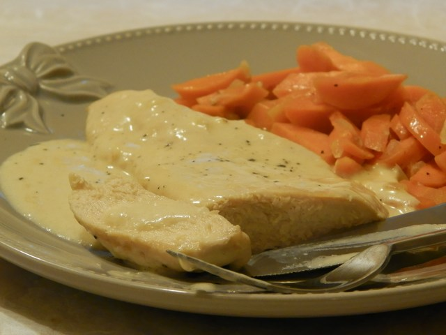 Petto di pollo alla panna con carote in padella