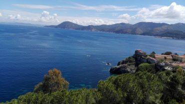 L'incanto naturale dell'Isola d'Elba in moto