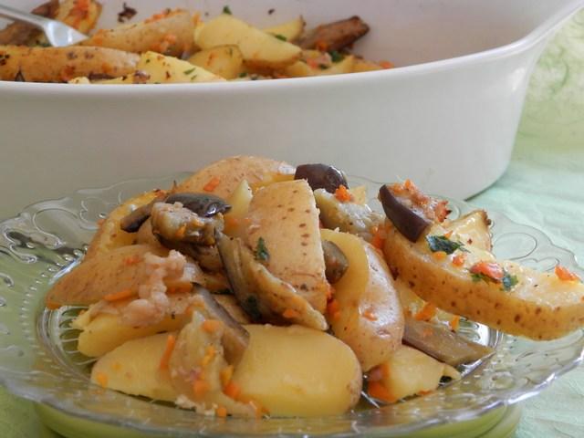 Padellata di patate novelle e melanzane alla pancetta affumicata