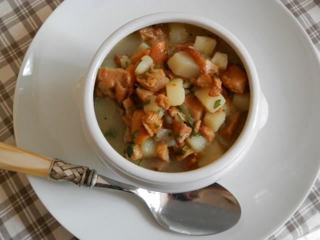 Zuppa di finferli e patate