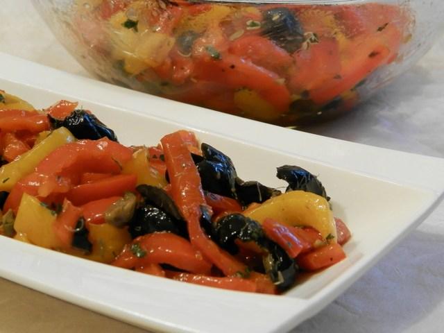 Peperoni grigliati alle olive e menta
