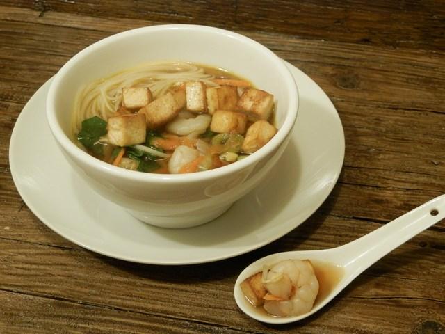 Ramen con tofu e verdure