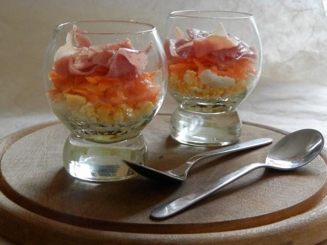 Bicchierino di uova sode e prosciutto