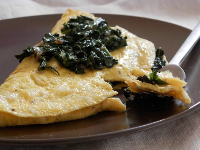 Omelette alla fontina e cavolo nero