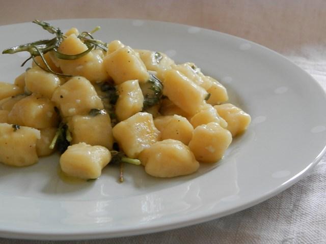 Gnocchi di patate con infusione di erbe aromatiche