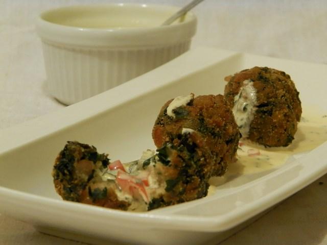Polpettine bieta e pancetta con salsa allo yogurt