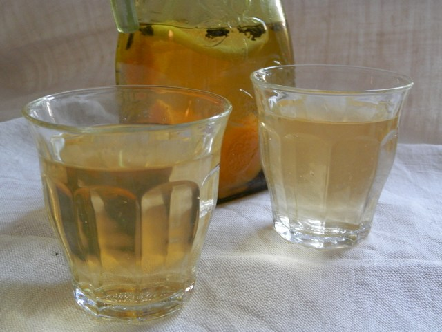 Acqua aromatizzata al tè verde pesca e limone
