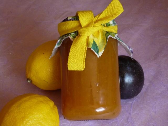 Confettura di prugne gialle al profumo di limone