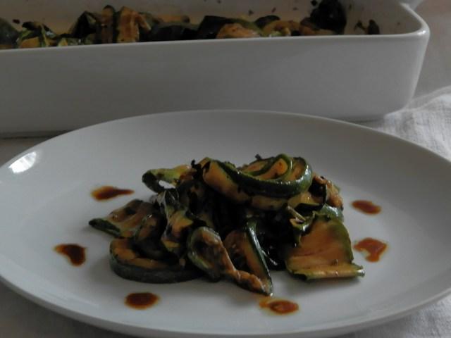 Zucchine grigliate marinate al balsamico e infusione di olio al basilico