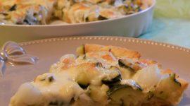 Torta salata alla senape con cipollotti e zucchine al coriandolo
