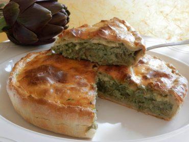Pie salata di cavolfiore e carciofi in crema di foglie di cavolfiore