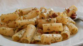 Mezze maniche con pomodori secchi e colatura di alici