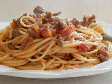 Spaghetti di Gragnano con ragù di maiale e lardo al profumo di curry