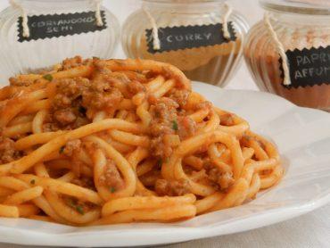 Pici con ragù speziato all'aglio