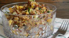 Insalata di riso rosso e integrale con zucchine e uova strapazzate