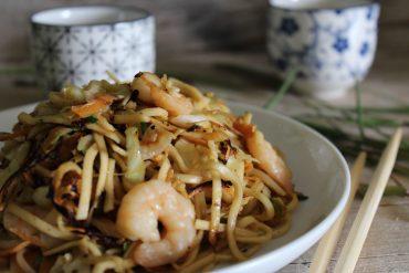 Noodles alla piastra con gamberi