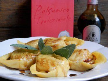 Tortelloni di zucca e noci all'Aceto balsamico Tradizionale di Modena D.O.P.