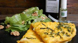 Omelette alla canapa con insalatina alle noci