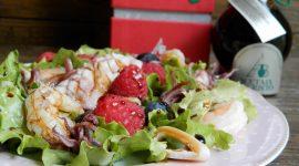 Insalatina di gamberi e calamari ai frutti di bosco e Aceto balsamico Tradizionale di Modena D.O.P. invecchiato in botti di gelso