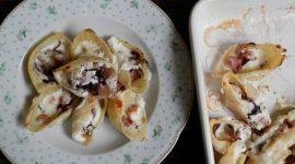 Conchiglioni al forno con salsiccia e radicchio alla crema di grana e pepe