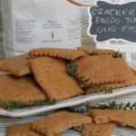 Cracker di farro integrale con timo ed olio extravergine di oliva