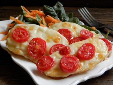Finte bruschette di patate al forno con fontina e pomodorini