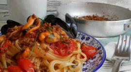 Linguine con cozze e sugo di pomodorini freschi