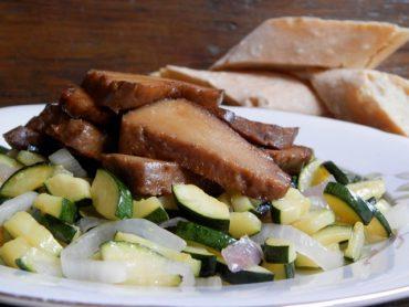 Seitan rosticciato con zucchine croccanti