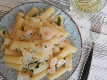 Tortiglioni con cipollotti basilico e gamberi