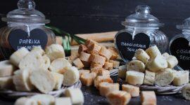 Crostini fatti in casa per zuppe e minestre