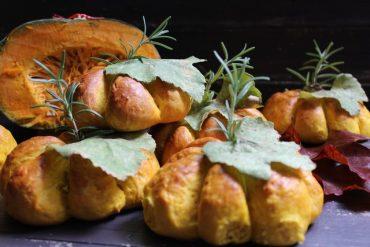 Zucchette di pane alla zucca e pecorino