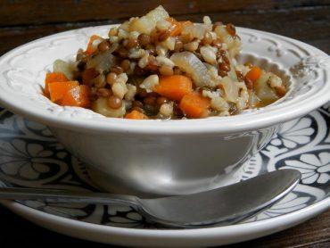 Zuppa povera di lenticchie e riso integrale