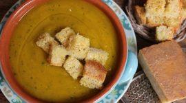 Crema di zucca zucchine e patate con crostini al pecorino sardo stagionato