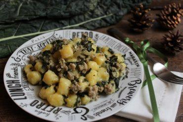 Chicche di patate con cavolo nero e salsiccia