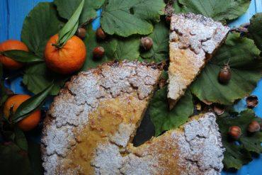 Crostata di frolla alle nocciole con cuore di ricotta e marmellata di mandarini