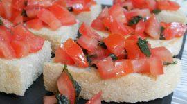 Bruschette pomodoro e basilico